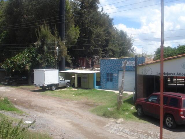 4 de 25: Frente a carretera a Chapala