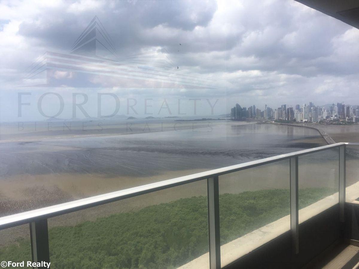 1 de 16: Vista del balcón