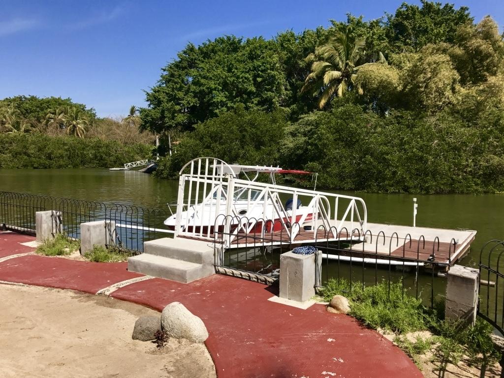 2 de 32: Los Crotos Nuevo Vallarta common dock
