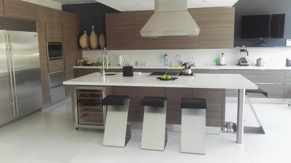 5 de 10: Moderna Cocina con salida a terraza y a la sala
