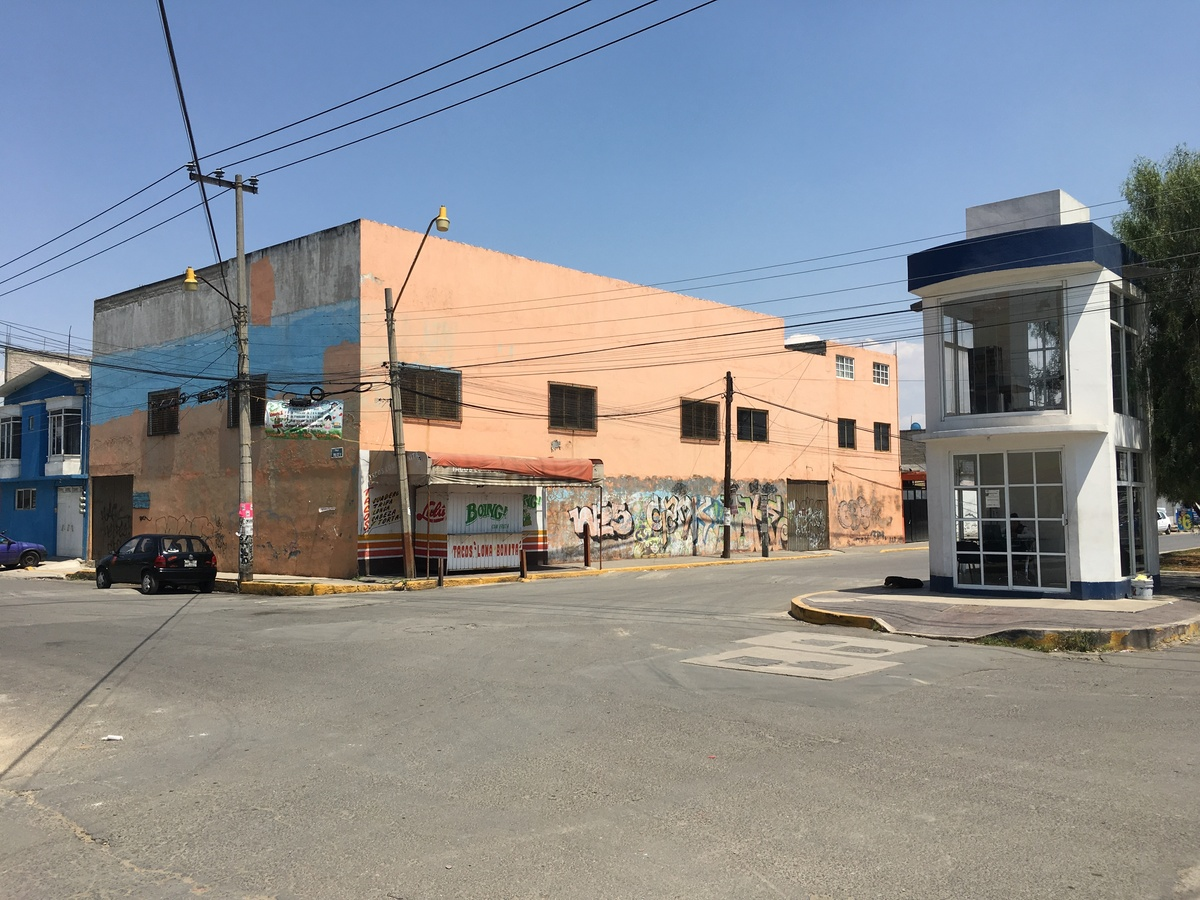 1 de 50: Edificio en esquina