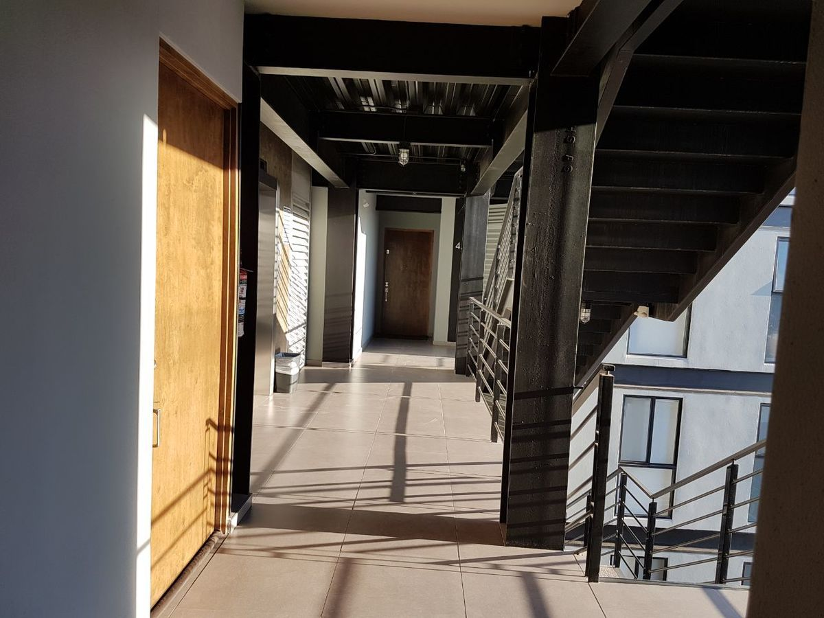 41 de 50: Vista pasillo interno, elevador.