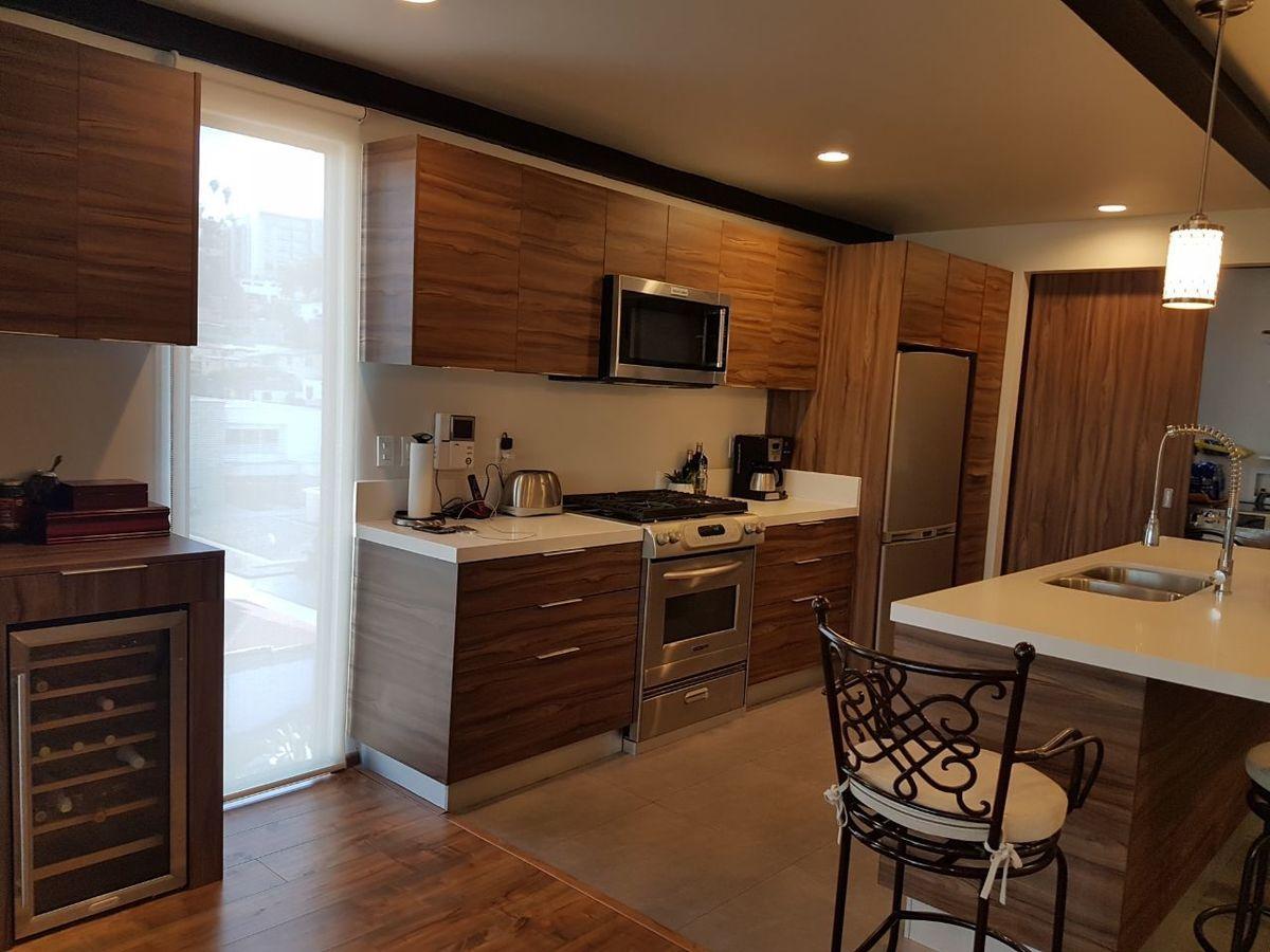 3 de 50: cocina ,mini- bar en esquina.