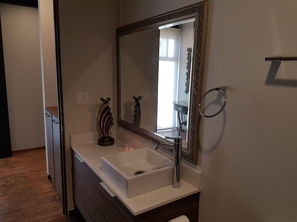 19 de 50: Mueble lavabo , baño pasillo.
