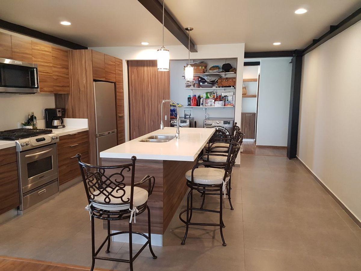 4 de 50: Barra comedor , cocina con piso.