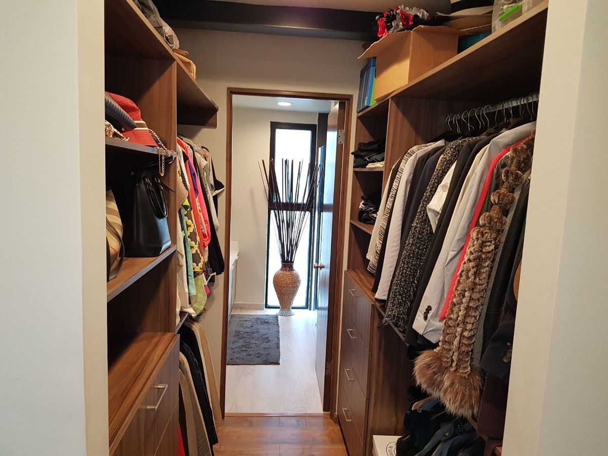 23 de 50: Walk in closet.