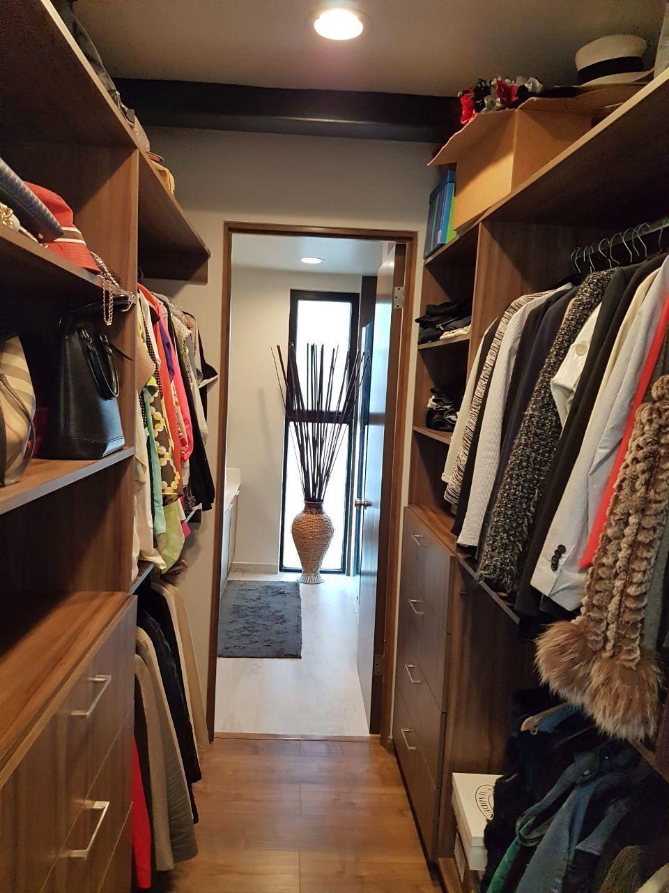 36 de 50: Walk in closet.