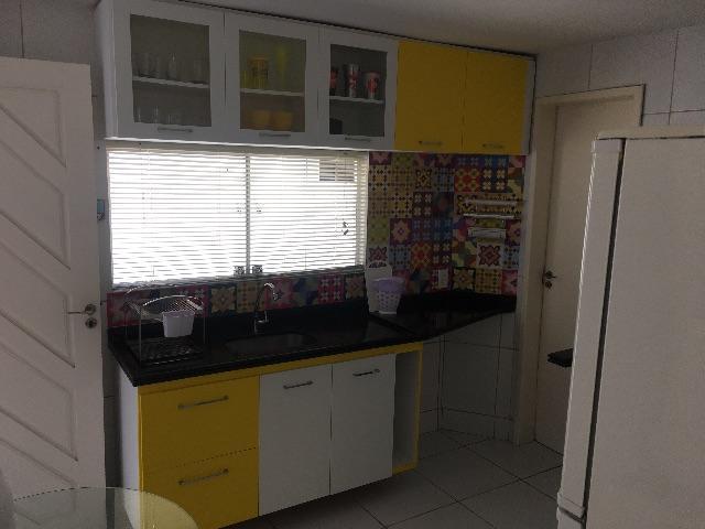 7 de 20: cozinha com bastante armários