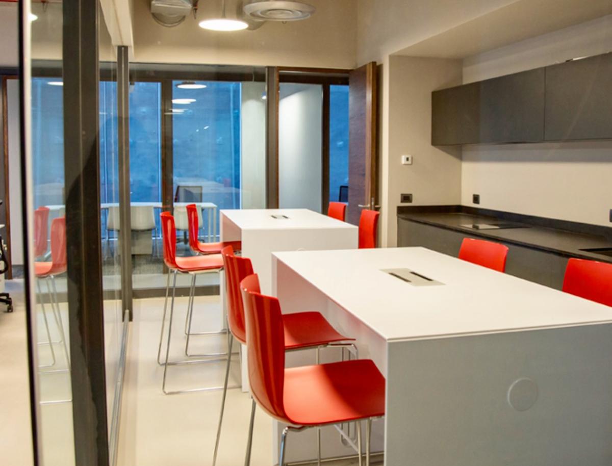 Oficinas equipadas llave en mano para emprendedores lomas for Oficinas equipadas