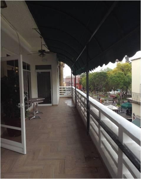 5 de 12: Terraza con vista panorámica a la Plaza Principal