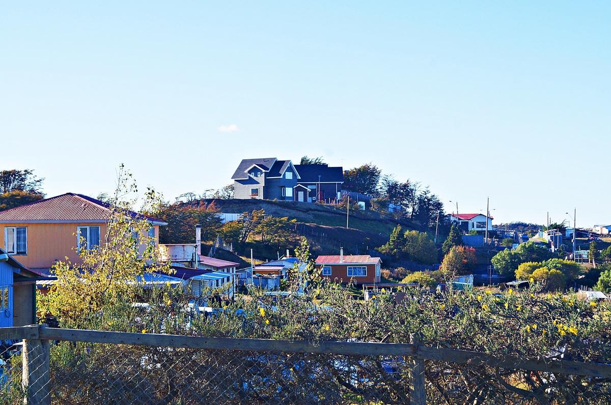 """4 de 47: Vista del entorno hacia Condominio """"Alto Río Seco"""""""