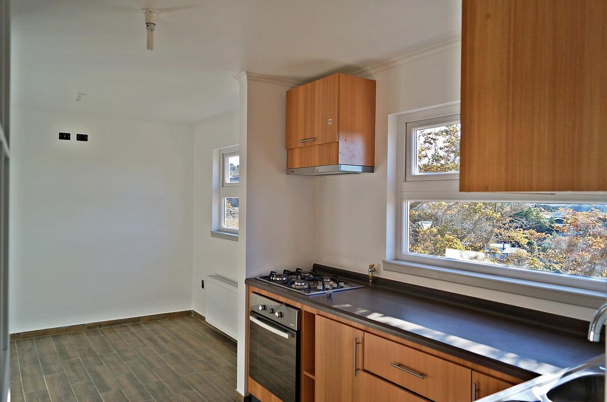 12 de 47: Vista de la Cocina y Family Room al fondo