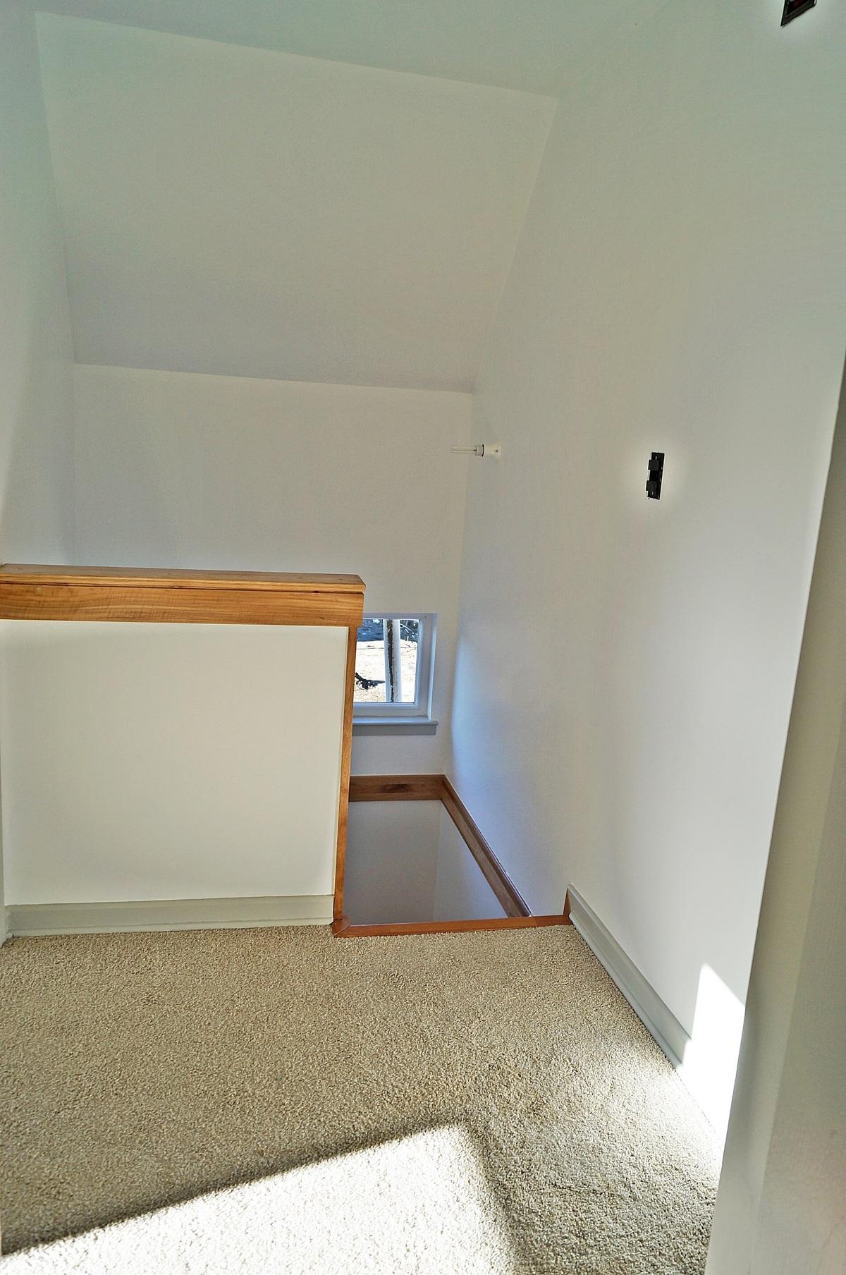 25 de 47: Vista del vano de Escalera al Segundo Piso a Dormitorios
