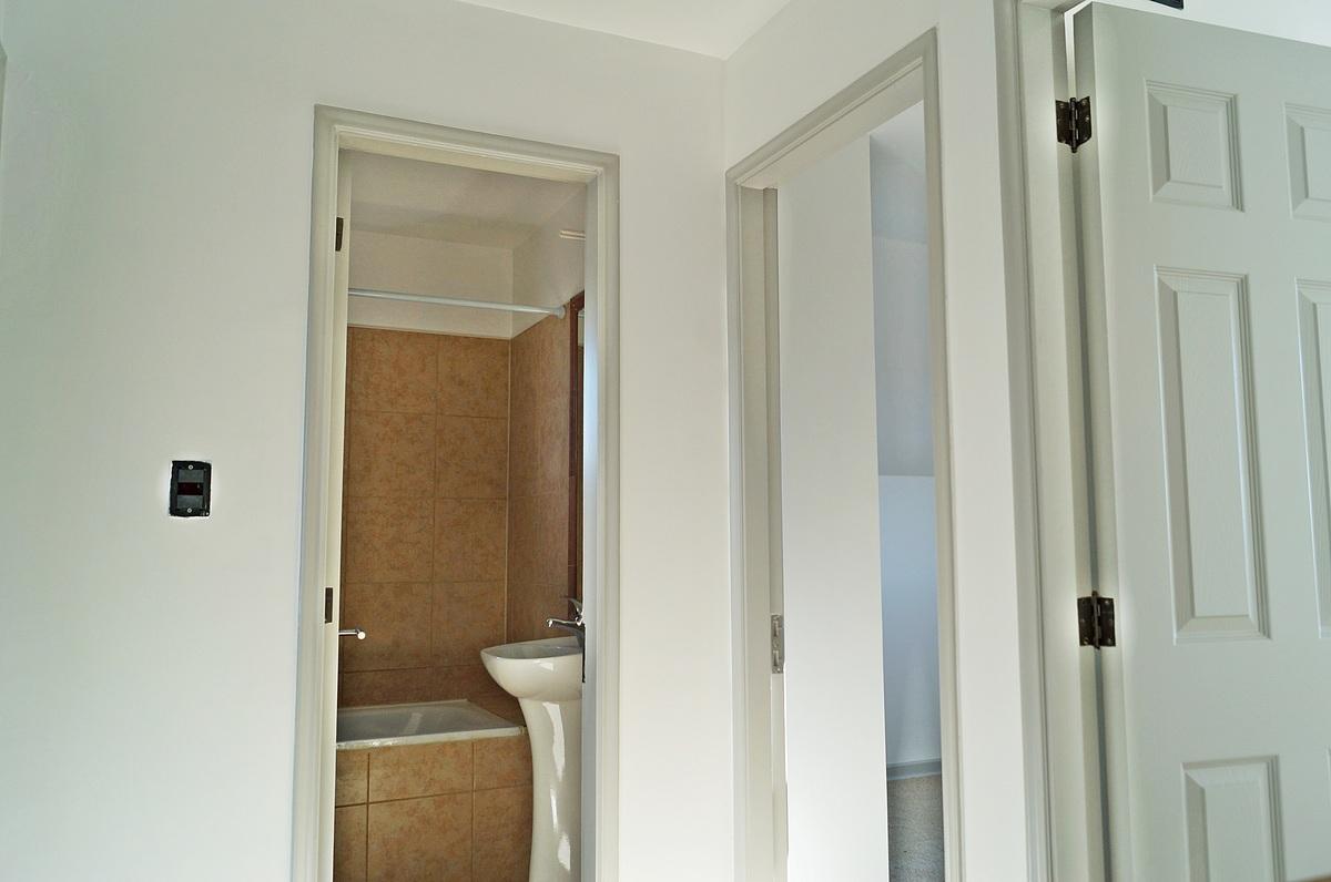 26 de 47: Vista hacia entrada a dos de los Dormitorios y Baño de ellos