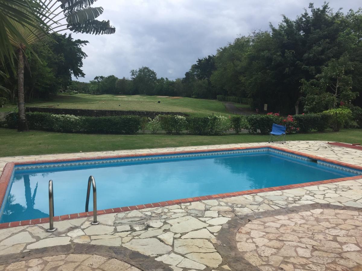 9 de 11: Vista piscina y campo de golf