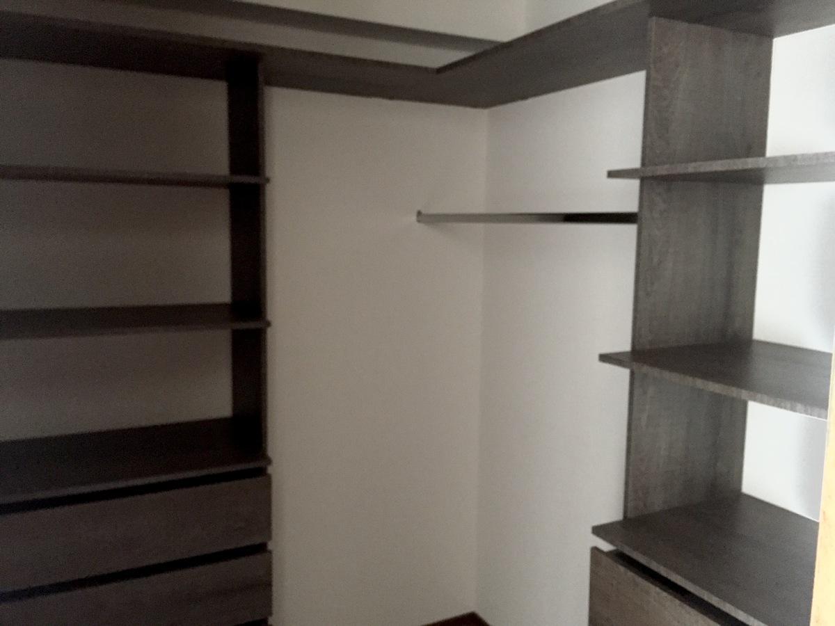 11 de 24: Walking closet