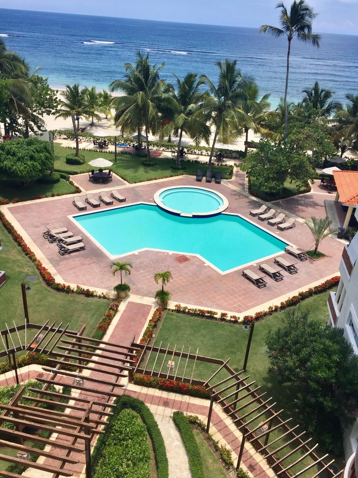 1 de 17: Vista de las piscinas