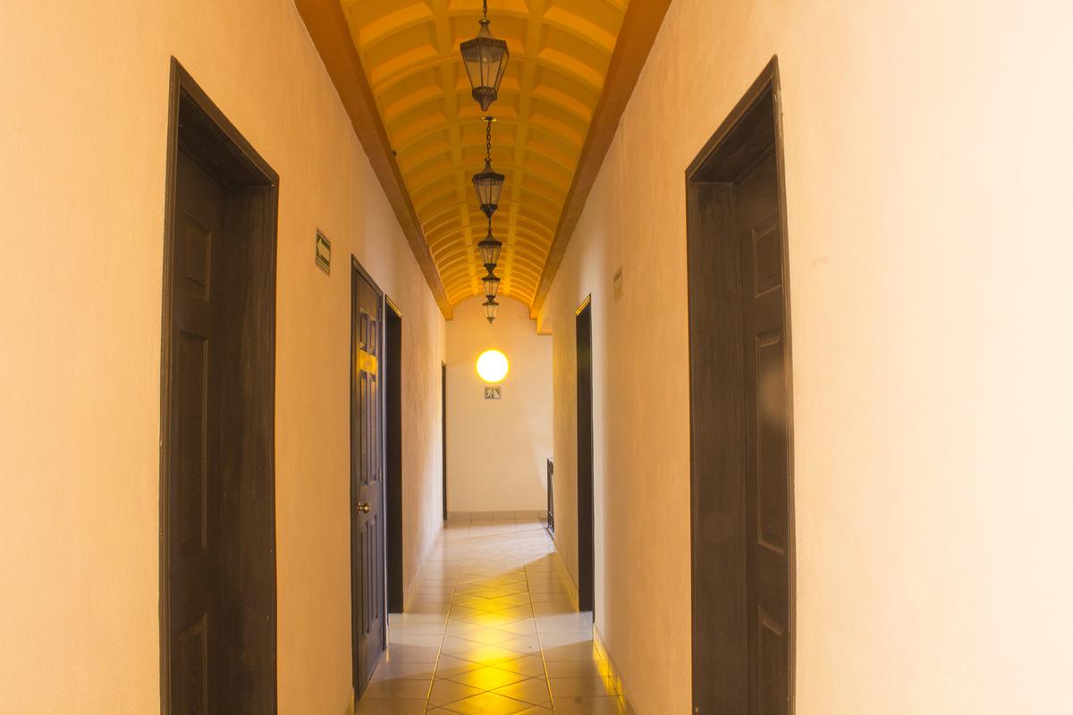 8 of 12: Pasillo del segundo piso