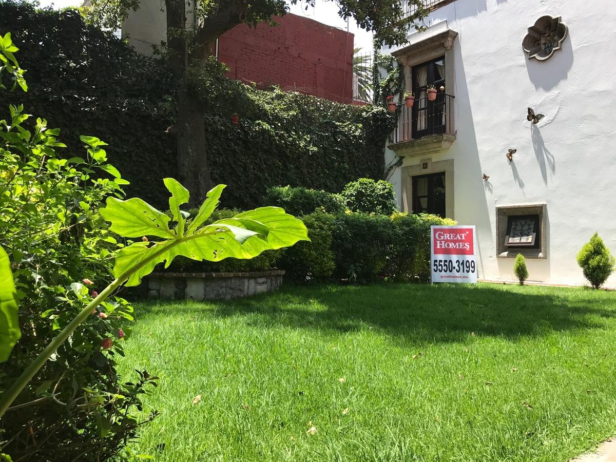7 de 23: Jardín con asador y terraza