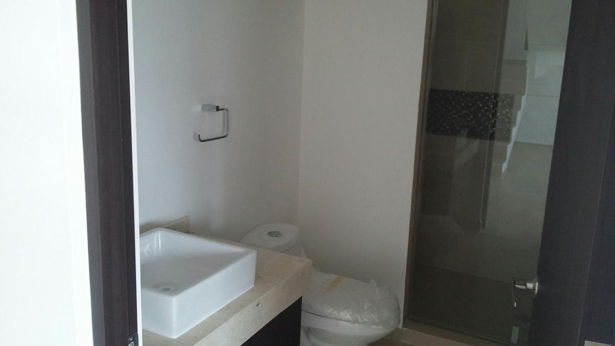 4 de 8: Baño Completo en planta baja