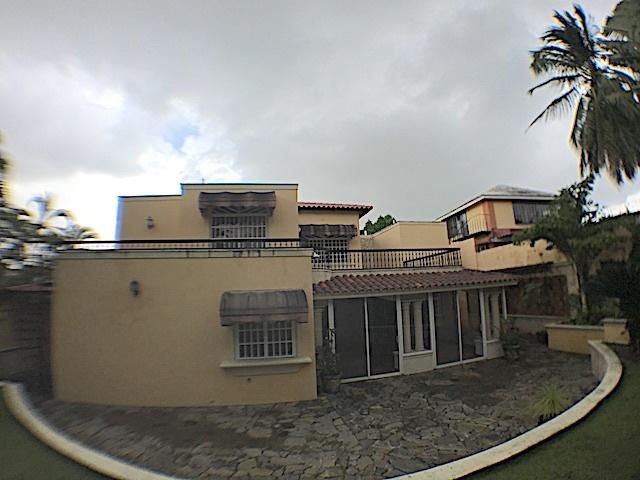 20 de 21: Imagen trasera de la casa frente al patio