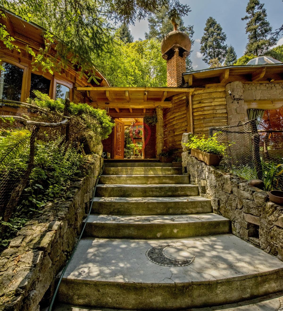 1 de 22: Entrada a la casa por  escaleras