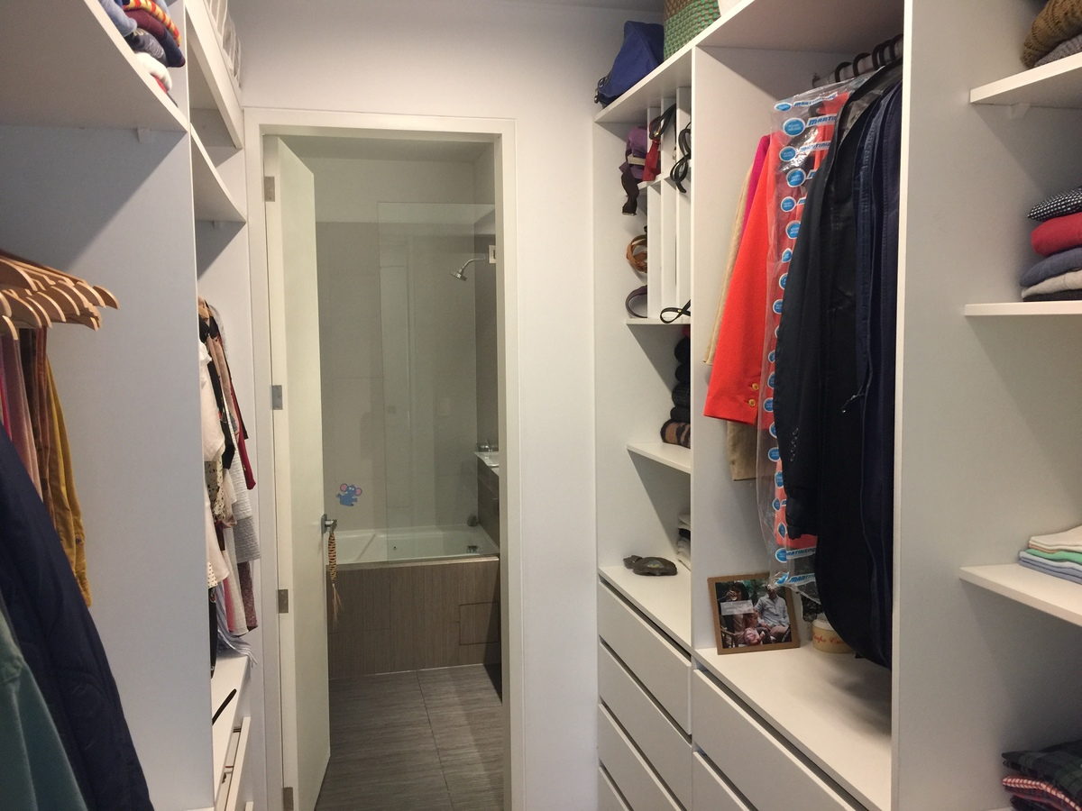 10 de 22: Walk-in closet Dormitorio Principal