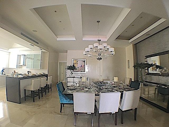3 de 16: Area de comedor para mesa de mas de 6 sillas