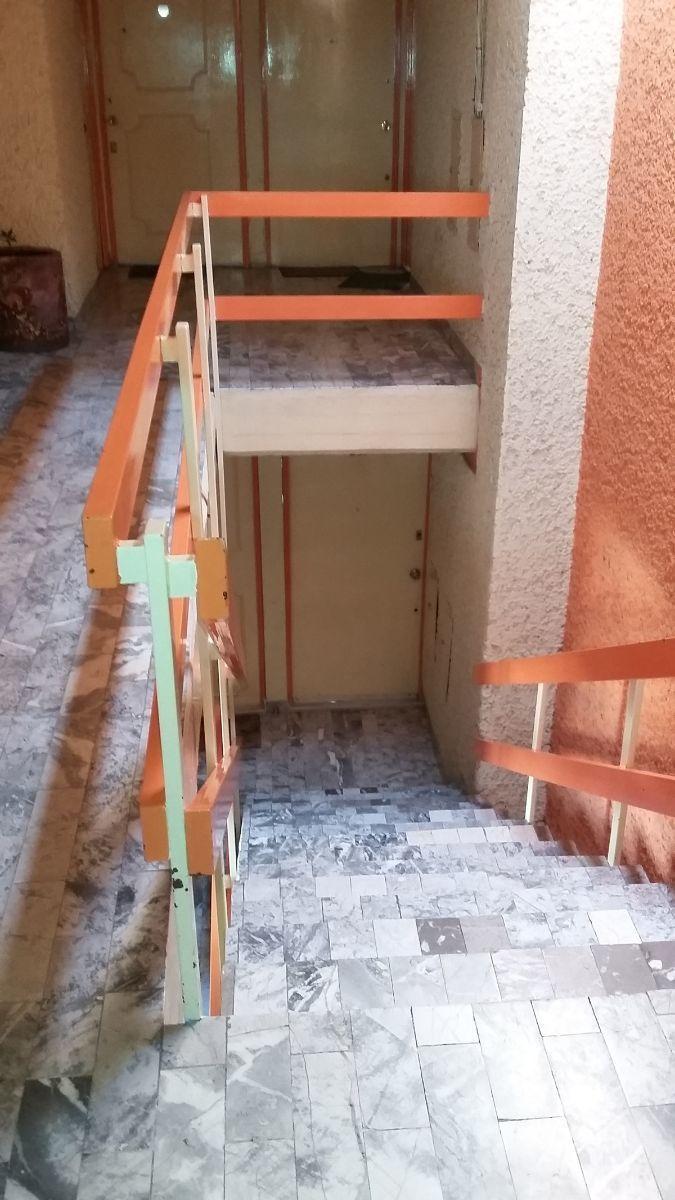 20 de 22: escaleras del edificio