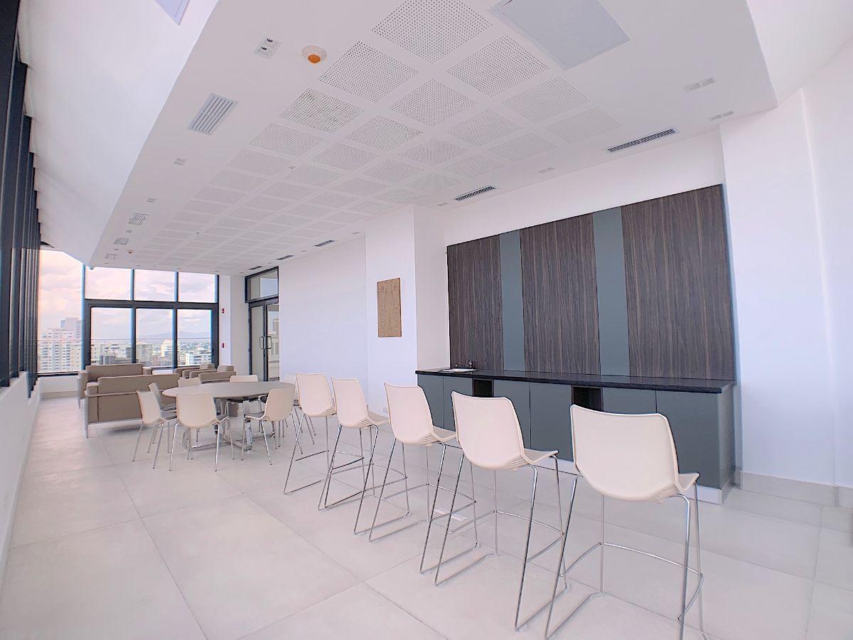 4 de 11: Salón cerrado tipo lounge para actividades empresariales