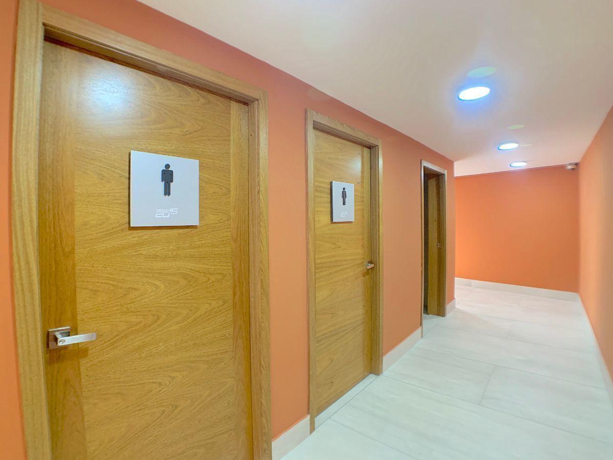 10 de 11: Baños de damas y caballeros por pisos