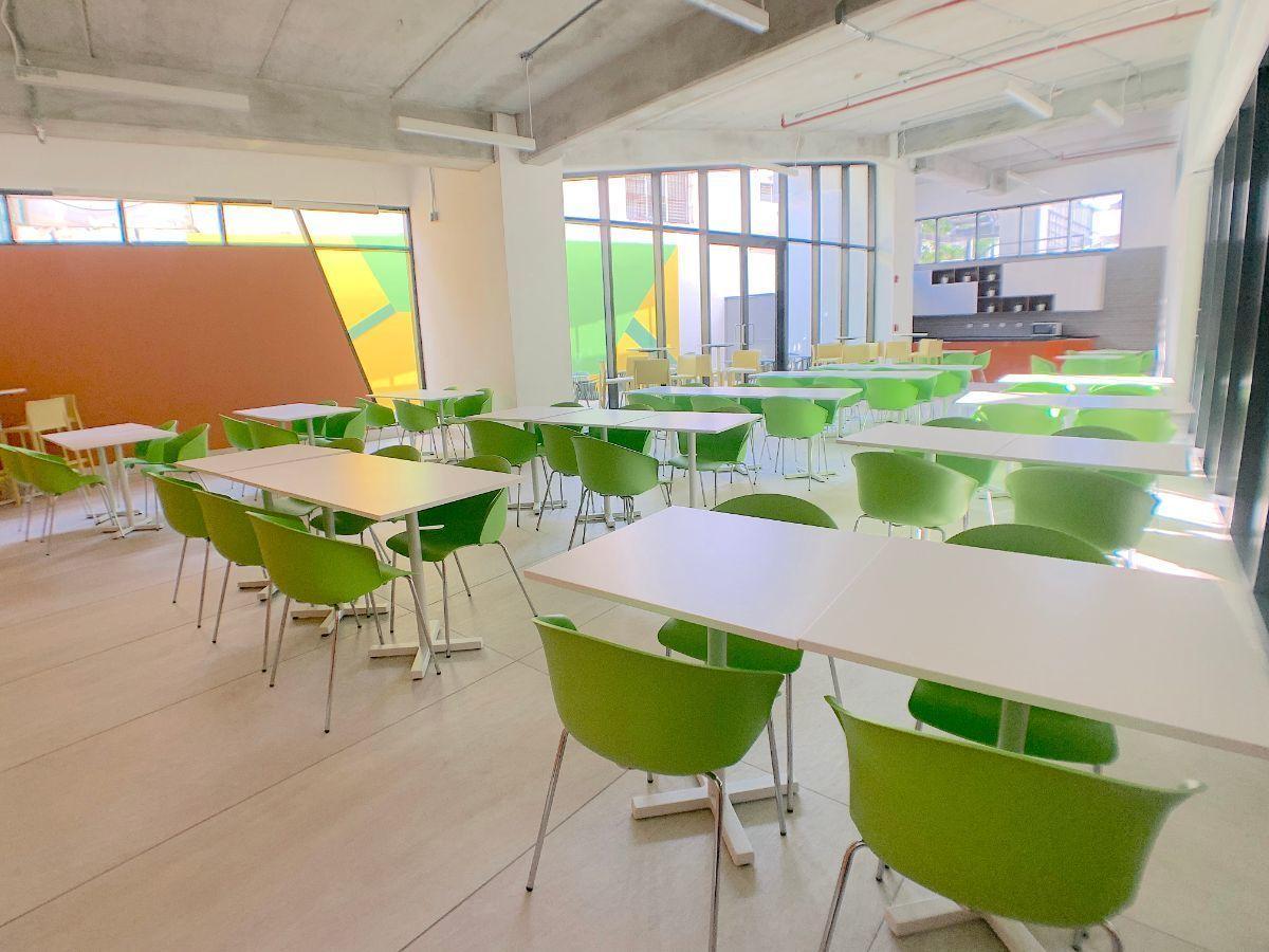 11 de 11: Cafetería para empleados climatizada