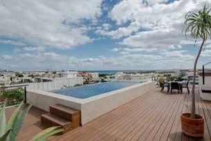 10 of 10: Alberca y terraza