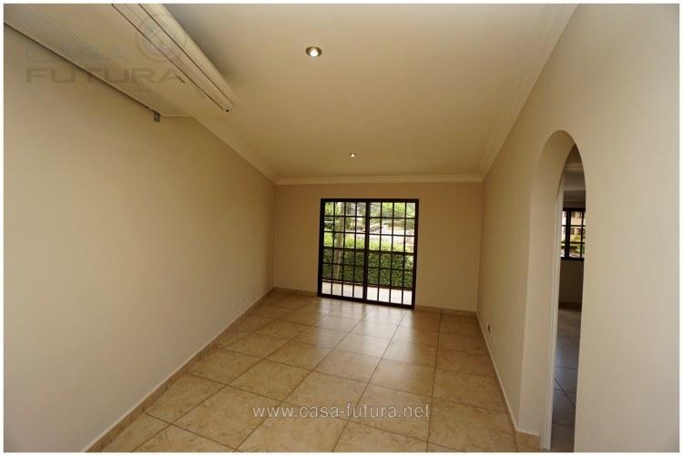 10 de 26: Sala 2 con acceso a Balcon