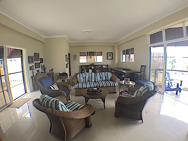 15 de 16: Family Room en 2do. nivel con con Terraza abierta y balcón