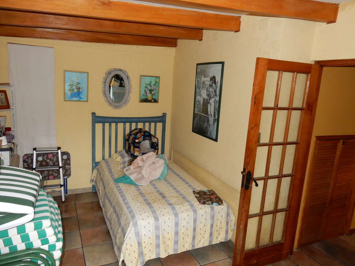 6 de 25: Salita de estar o dormitorio de visitas