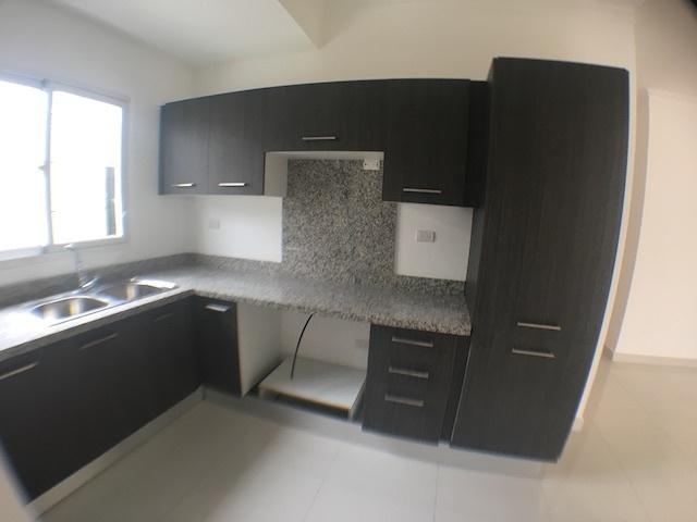 3 de 12: Cocina modular con ventana al exterior
