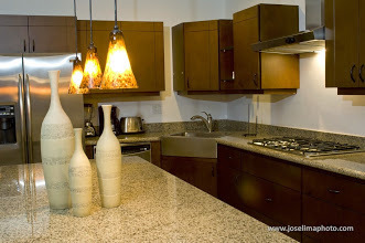16 de 19: Kitchen with high end appliances, gramite counter tops