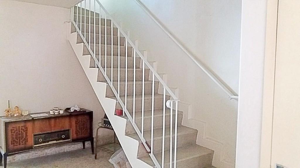 8 de 14: Escaleras a planta alta