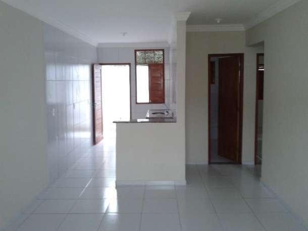 5 de 14: vista da sala para a cozinha e quartos a direita da foto
