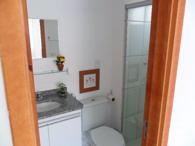 8 de 15: Banheiro com espelho box e armario