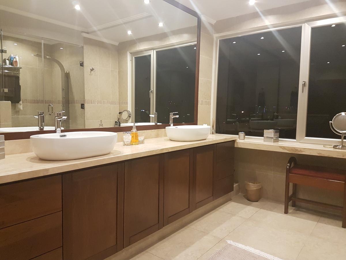 8 de 9: Baño del dormitorio principal