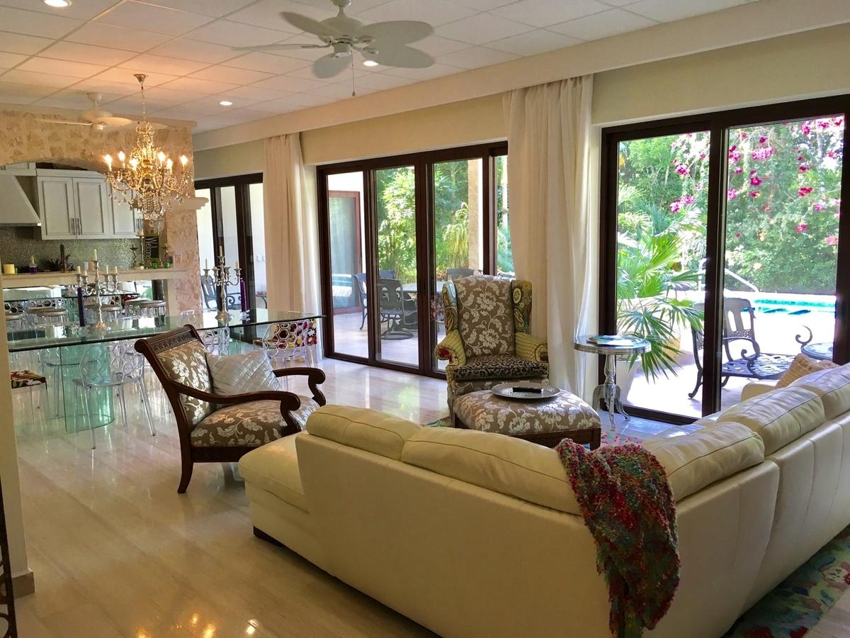 Hermosas casas de dos plantas dentro de residencial con - Ver casas de lujo por dentro ...