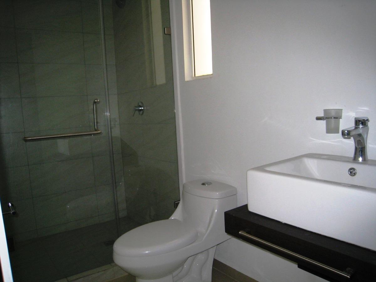 20 de 27: Baño recámara secundaria 2 y estancia