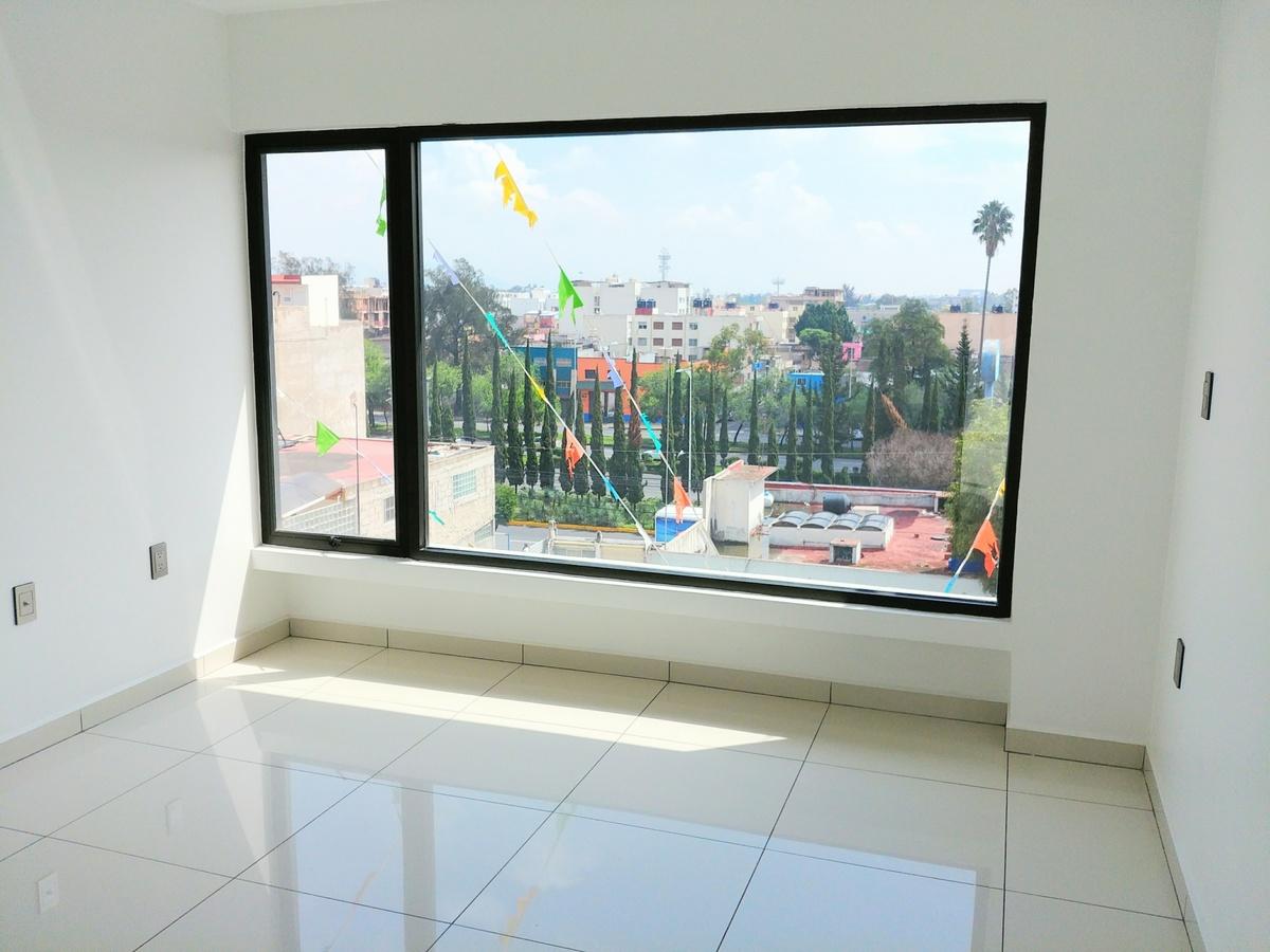 1 de 29: Recamara 1, piso de porcelanato, iluminación Led, vidrio 9mm