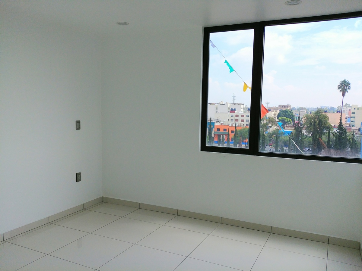 9 de 29: Recamara 2, piso de porcelanato, iluminación Led, vidrio 9mm