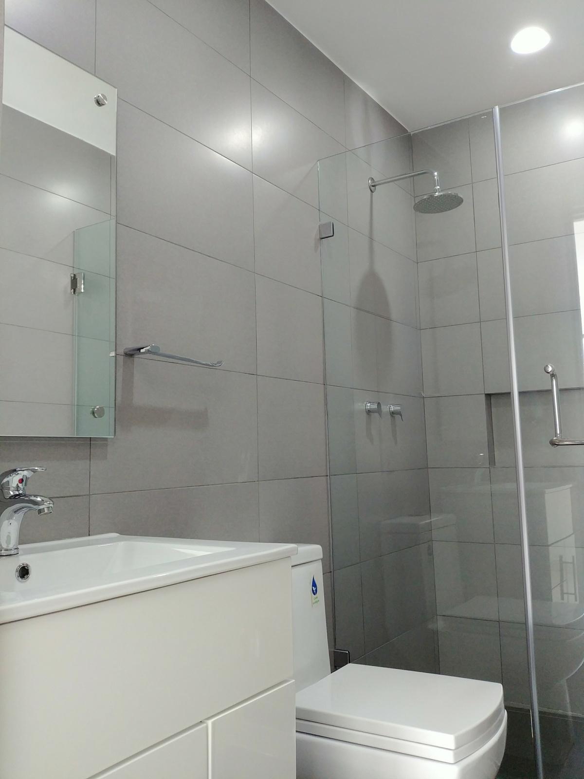 19 de 29: Baño 2 con cancel de cristal templado, Helvex, Castel.