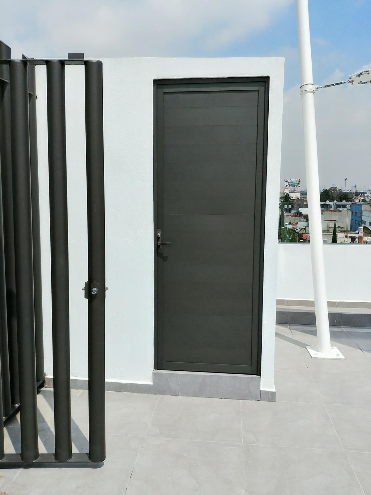 25 de 29: Puerta de acceso a Roof Garden