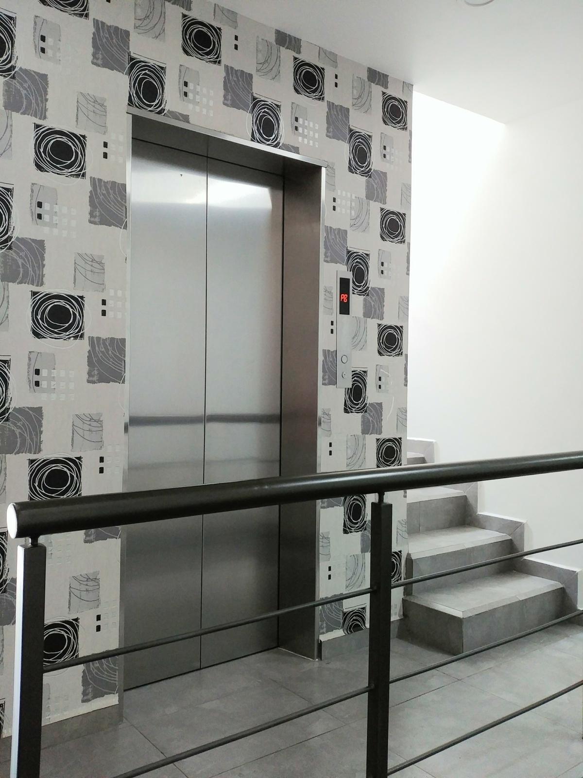 3 de 29: Elevador de acceso al piso donde se ubica el Estacionamiento