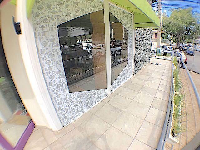 1 de 3: Uno de los frentes y Area de Terraza para mesas exteriores